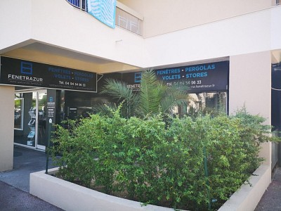 LOCAL COMMERCIAL A VENDRE - FREJUS - 45,39 m2 - 115 000 €