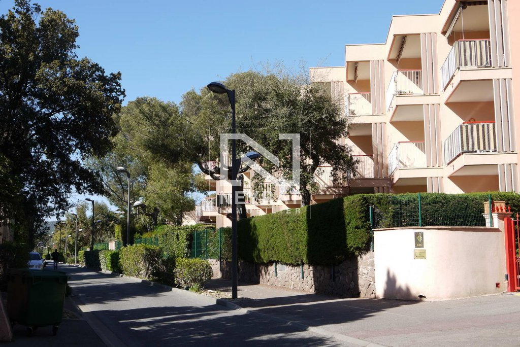 APPARTEMENT T1 - FREJUS QUARTIER SAINT AYGULF - 30 m2 - VENDU