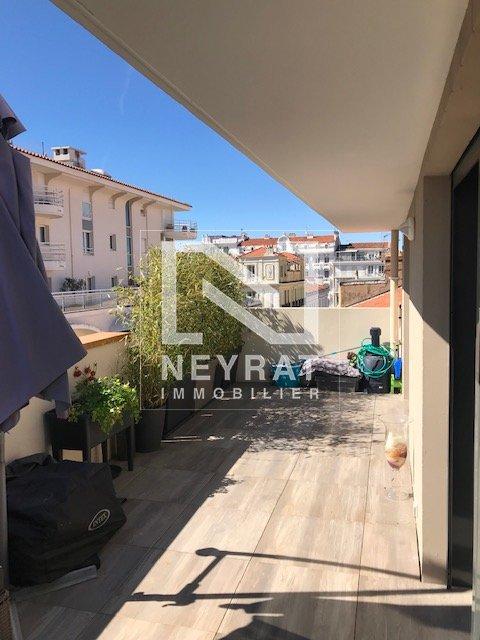 APPARTEMENT T2 A LOUER - ST RAPHAEL Triangle d'or - 63,75 m2 - 1 350 € charges comprises par mois